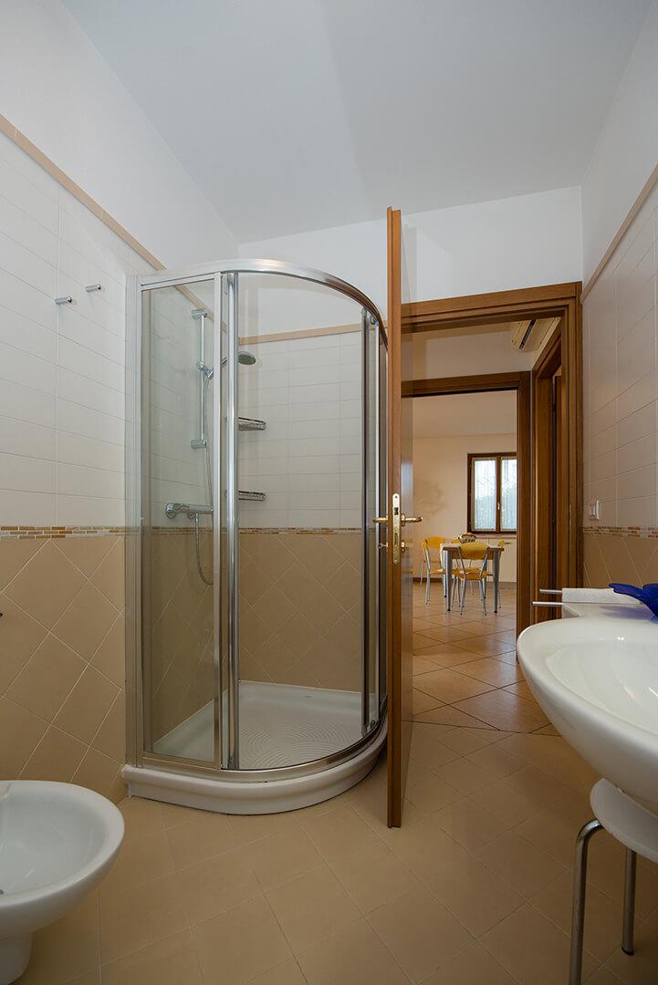 appartamento-a-canevini-bagno-1