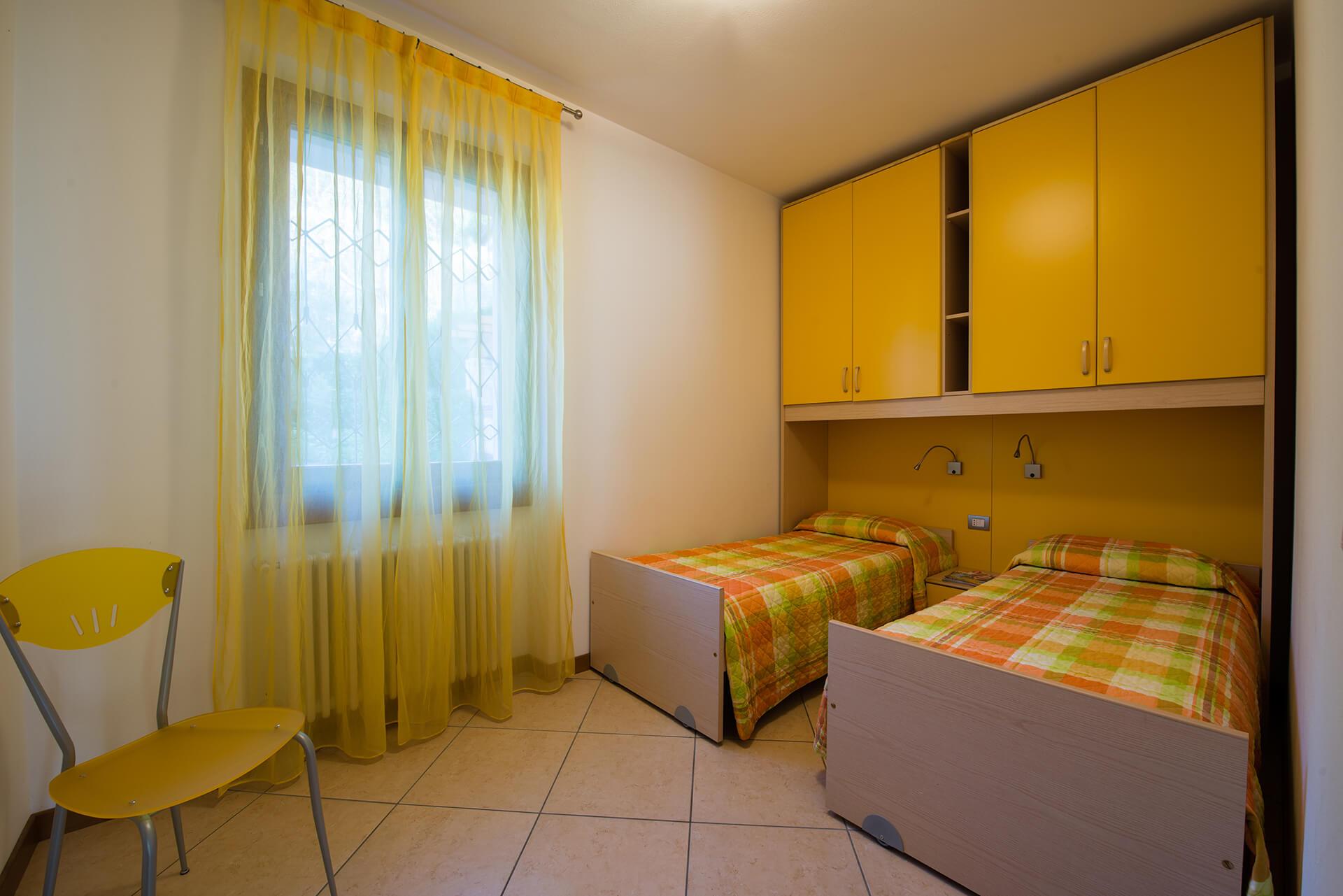 appartamento-a-canevini-camera-1