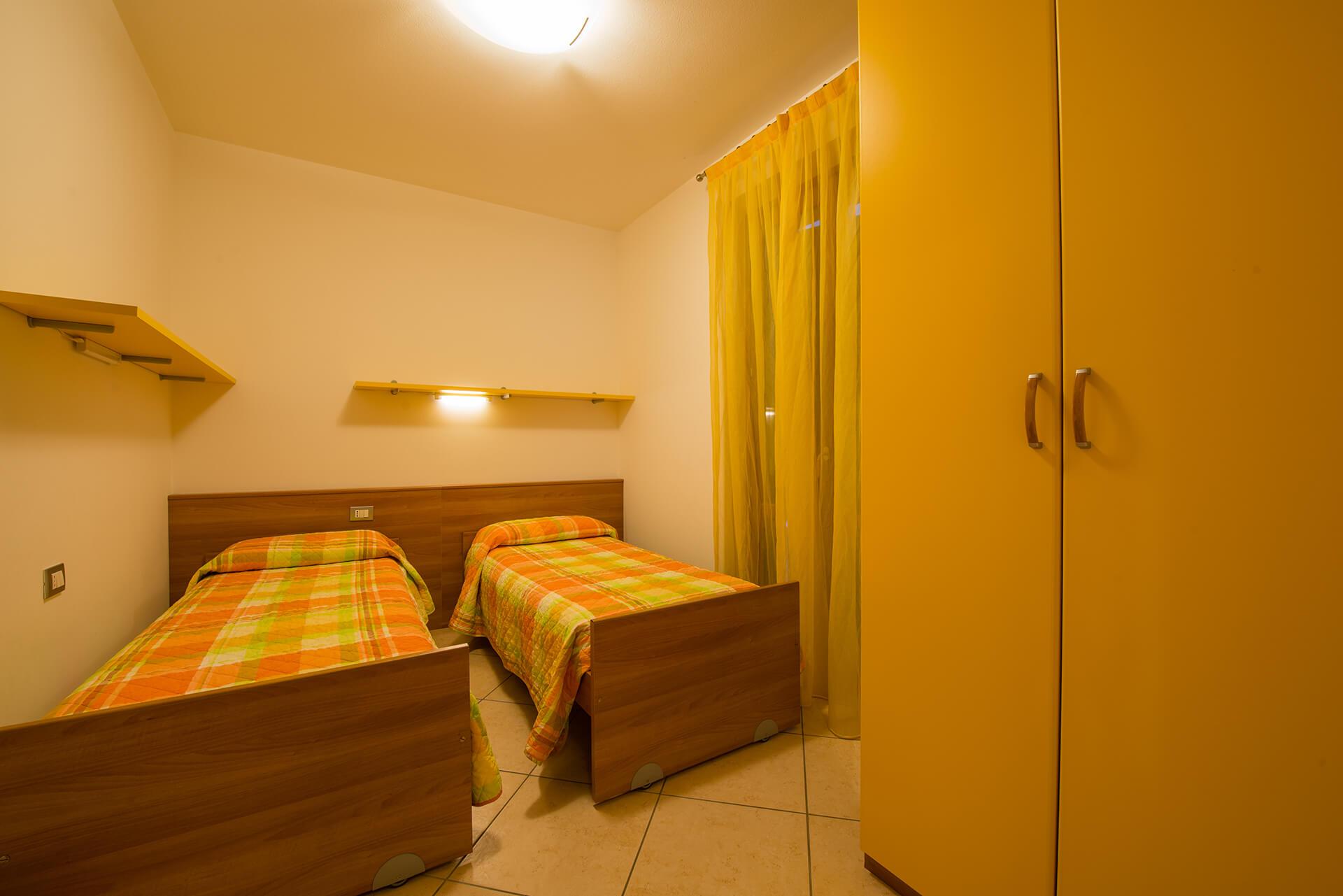 appartamento-a-canevini-camera-11