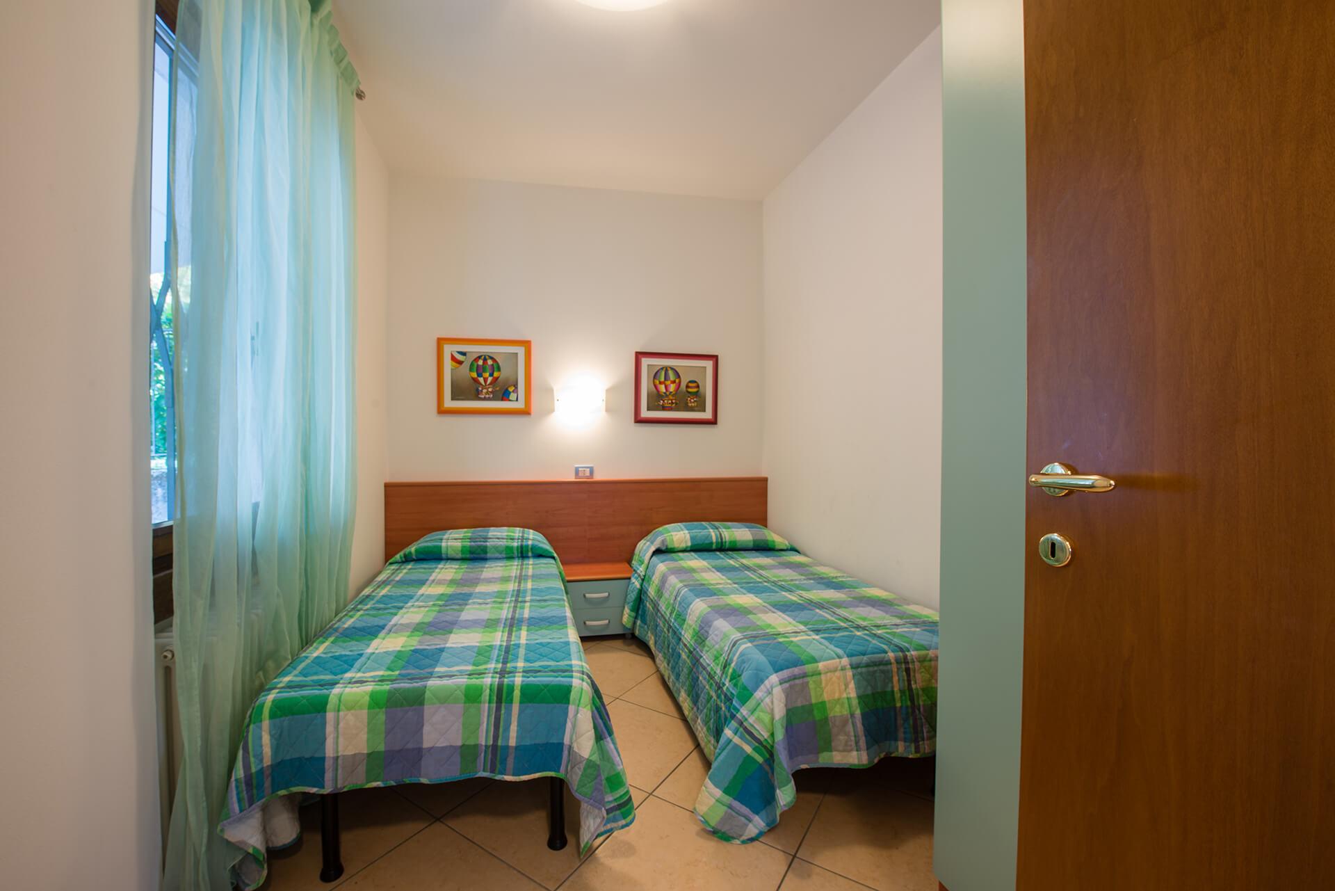 appartamento-a-canevini-camera-6